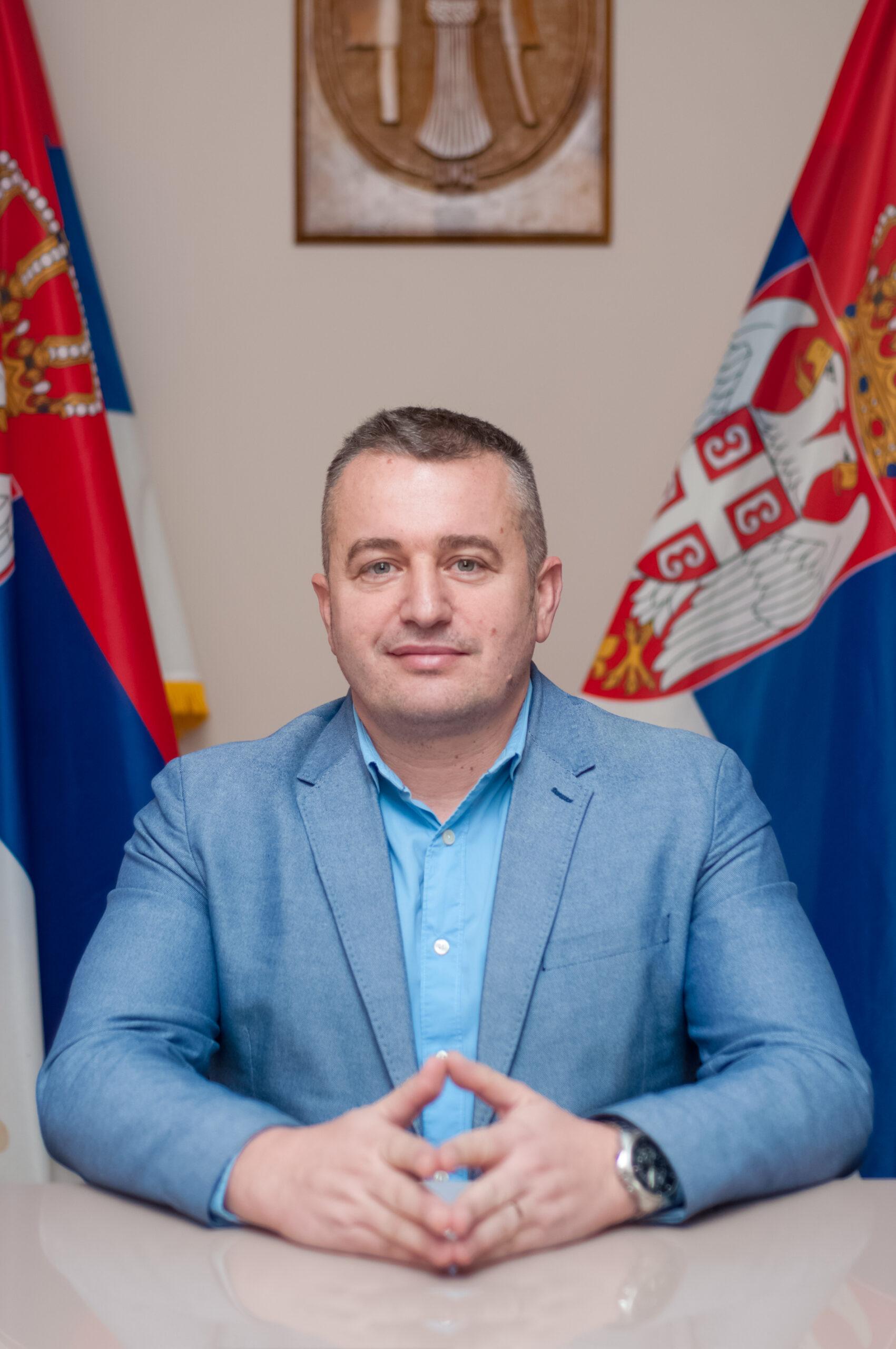 Дејан Логарушић